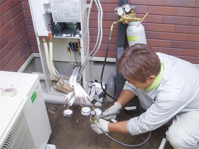ヒートポンプ式床暖房エコヌクールの温水回路の気密テスト