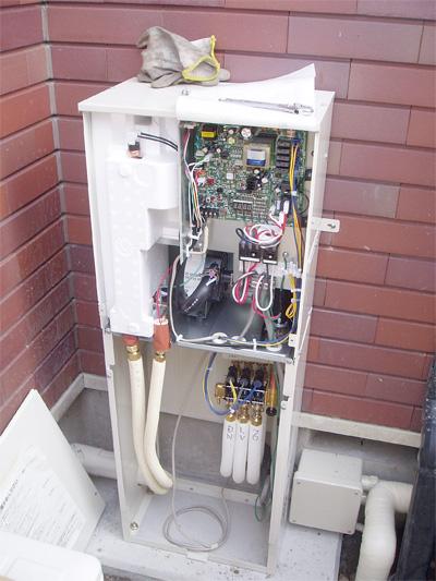ヒートポンプ式床暖房エコヌクールの温水回路接続