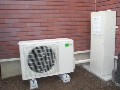 ヒートポンプ式床暖房エコヌクール取付完成