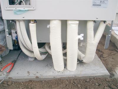 エコキュートのタンク下の配管