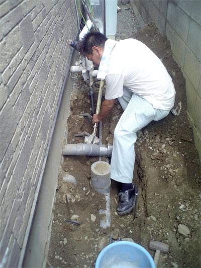 エコキュート配管を埋設するための掘削