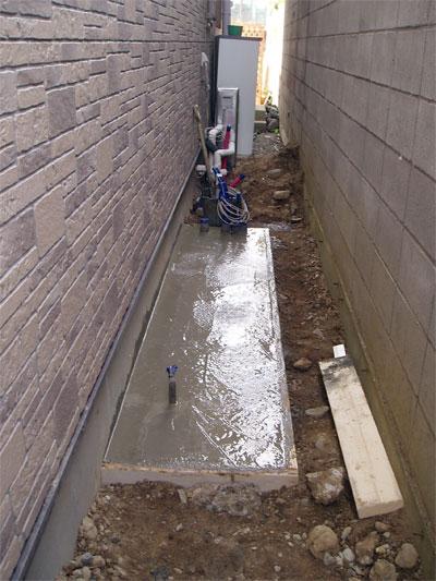 エコキュート用基礎、コンクリート打設