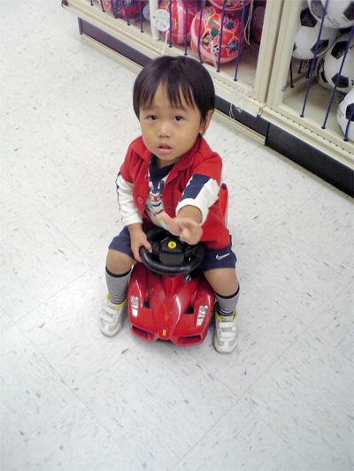 フェラーリに乗る息子