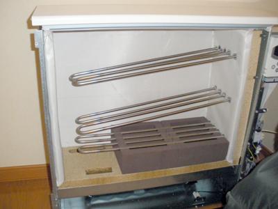 蓄熱式暖房器本体に蓄熱体を組み込み