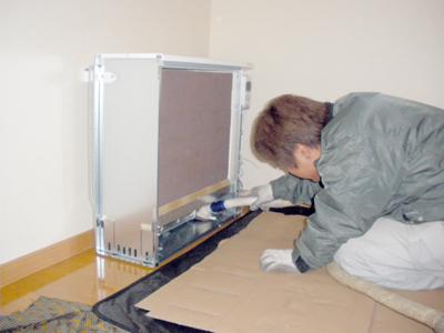 蓄熱式暖房器に蓄熱体の組込が完了