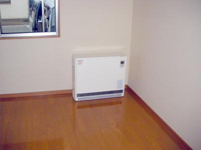 蓄熱式暖房器の組立完成