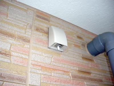 蓄熱式暖房器のシーズンセンサー取付