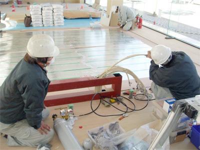 ヒートポンプ式床暖房工事