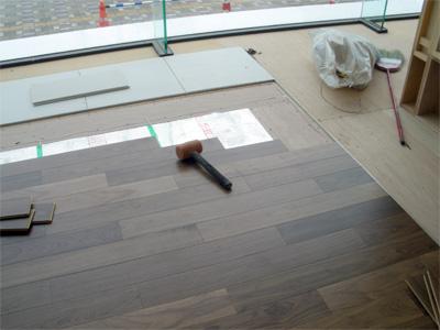 """ヒートポンプ式床暖房""""エコヌクール""""工事"""