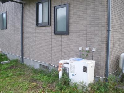 太陽熱温水器の着工前の給湯器