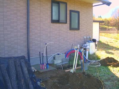 長府製作所の太陽熱温水器「エネワイター」の基礎工事
