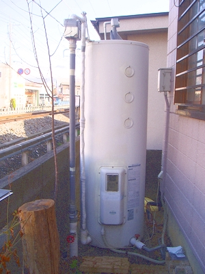 修理前の電気温水器