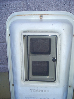 電気温水器の扉を交換しました。